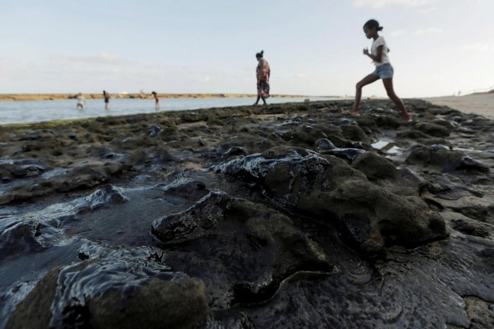 The patches of oil began appearing in early September and have now turned up along a 2,000 kilometre (1,200 miles) stretch of Atlantic coastline. Photo/Reuters