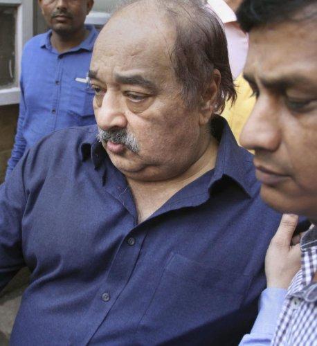 HDIL Executive Chairperson Rakesh Wadhawan being produced at Killa Court. (PTI Photo)