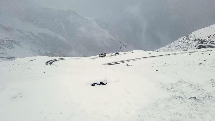 Vehicles stranded on Rohtang Pass after a fresh snowfall, in Kullu district on Oct. 7, 2019. (PTI Photo)