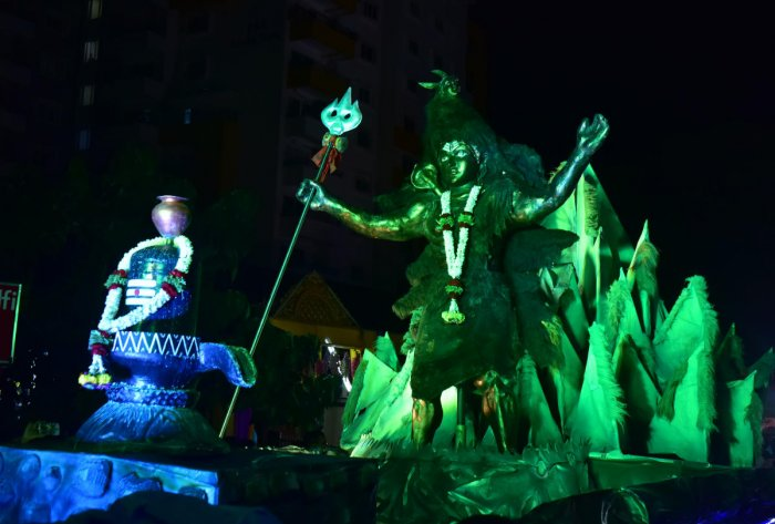 A tableau that was a part of the cultural procession along with the 'Shobhayatre' from Kudroli Sri Gokarnanatha Temple in Mangaluru on Tuesday.