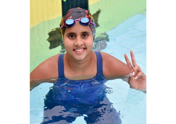 Suvana C Basakr of Dolphin Aquatics won the gold in Group 1, girls 200m medley in the State sub Junior & Junior Aquatic Championship-2018, oganised by Mysore District Swimming Association at Mysuru University Swimming Pool. (Photo by Savitha)