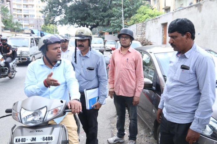 The newly appointed mayor of the city hopped on a bike accompanied by his fellow BBMP officials (DH Photo)