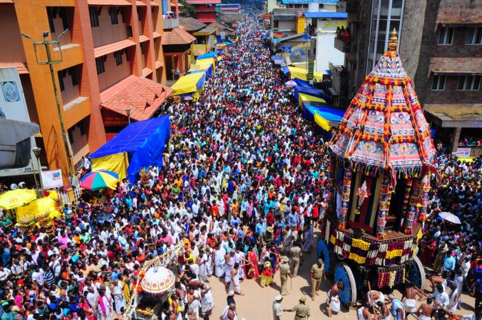 The palanquin procession and the grand chariot procession at Sringeri Temple Street on Wednesday.