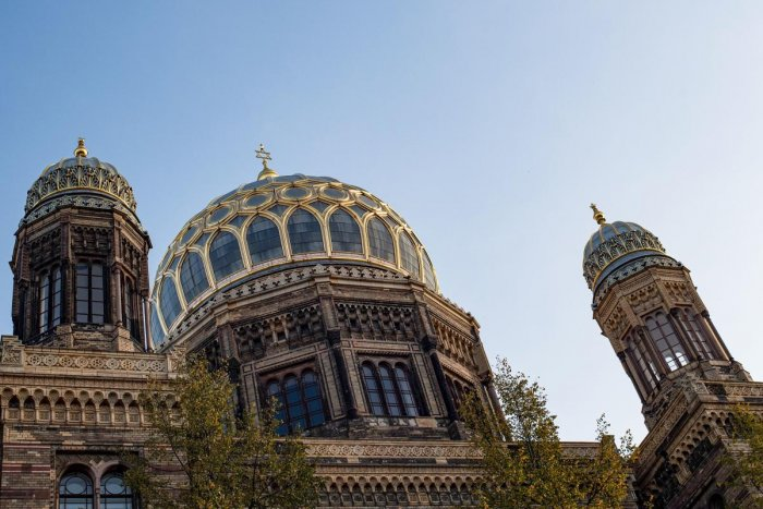The cupola of the synagogue in Berlin is seen on October 10, 2019, one day after the attack in Halle an der Saale, eastern Germany, where two people were shot dead. - Two people were shot dead in Halle on October 9, 2019, with a synagogue among the gunmen