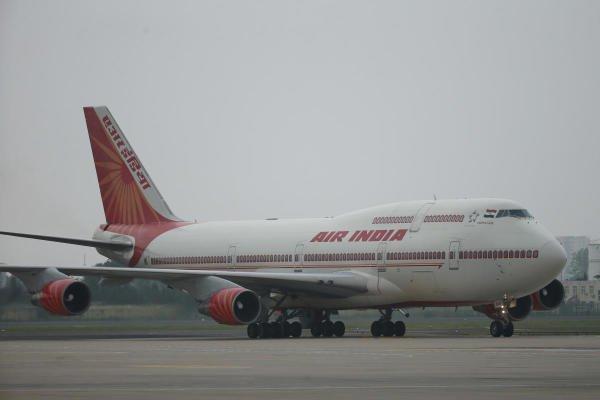 An Air India plane carrying Indian Prime Minister Narendra Modi arrives at Qingdao Liuting International Airport in Qingdao city, China. (Reuters photo)