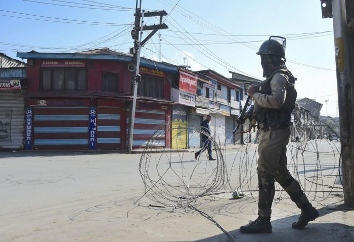 The officials said main markets and other business establishments in Kashmir remained shut, even as few vendors had set up stalls on the TRC Chowk-Lal Chowk road here. (PTI File Photo)