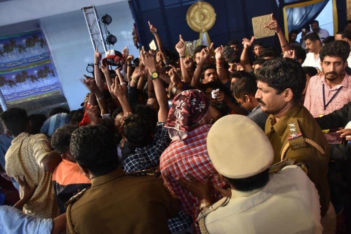 The situation turned tense during the announcement of Dashamantapa competition results, during the final day of Dasara on Tuesday night. DH PHOTO