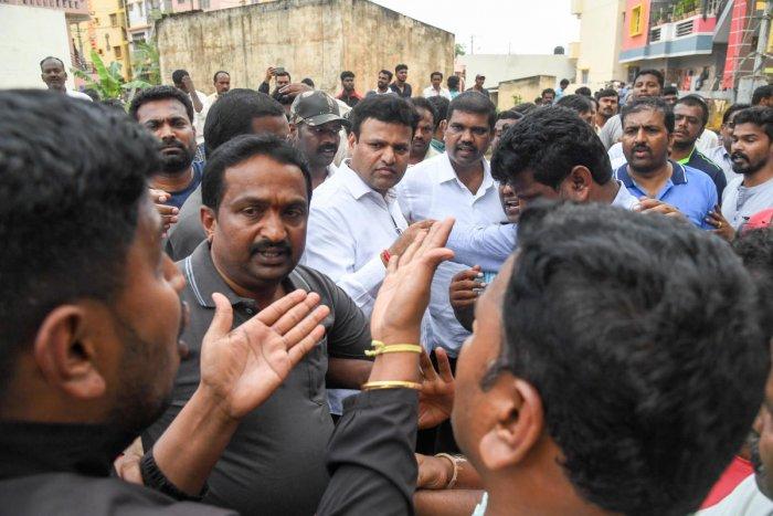 Residents of Bhavaninagar and Thirumalapura are gherav to Mayor Goutham Kumar, during his visit after Doddabidarakallu Lake breached last night following heavy rains, at BWSSB Sewage Treatment Plant, 300 and more families affected, in Bengaluru on Thursday. Photo/ B H Shivakumar