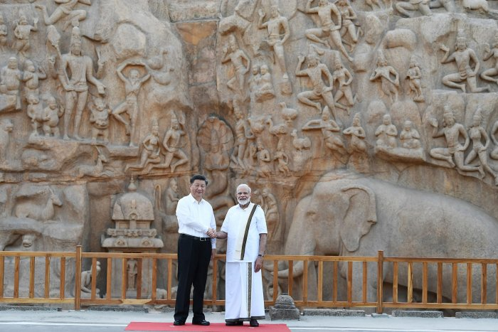 Prime Minister Narendra Modi (R) shakes hands with Chinese President Xi Jinping during their visit at at Arjuna's Penance, ahead of the summit at the World Heritage Site of Mahabalipuram in Tamil Nadu. (AFP Photo)