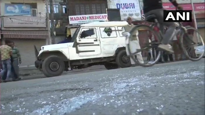 The militants hurled a grenade in Hari Singh High Street Market, which is a few hundred metres away from the city centre Lal Chowk, a police official said. (ANI/Twitter)