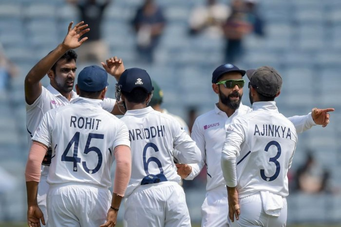India's Ravichandran Ashwin (L) celebrates with teammates after dismissing South Africa's Quinton de Kock during the third-day play of the second Test cricket match between India and South Africa. (AFP Photo)