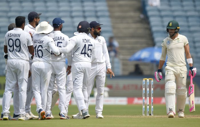 India's captain Virat Kohli (C) celebrates with teammates after the wicket of South Africa captain Faf du Plessis (R) during the fourth day of play of the second test cricket match between India and South Africa, at the Maharashtra Cricket Association Stadium in Pune. (AFP Photo)