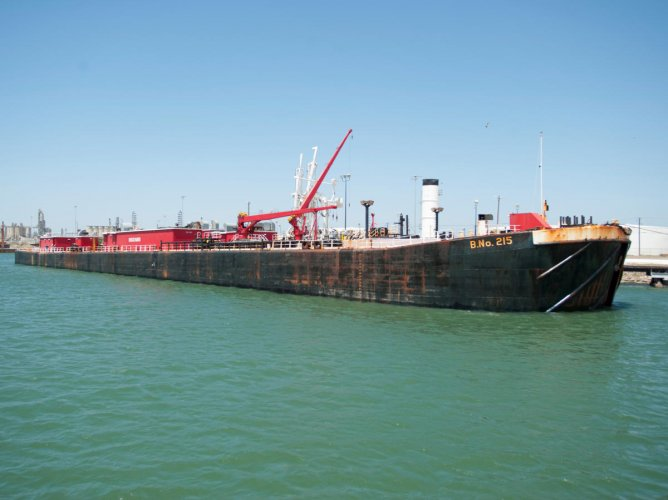 FILE PHOTO: A seagoing barge is loaded with crude oil at a dock at the Port of Corpus Christi. The oil prices have already seen a rise after missile strikes on iranian tanker in Saudi arabia last week. REUTERS/Darren Abate/File Photo