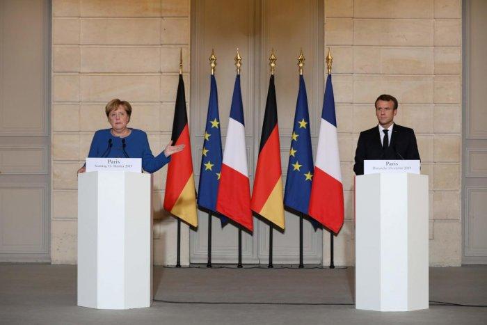 French President Emmanuel Macron (L) and German Chancellor Angela Merkel . (AFP Photo)