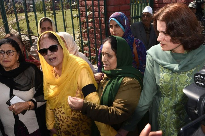 Suraya Mattoo (2nd L), sister of Kashmiri political leader Farooq Abdullah and aunt of former Jammu and Kashmir chief minister Omar Abdullah who both remain under house arrest, and Farooq's daughter Safiya (R) take part in a protest held by the civil society group Women in Kashmir against human rights violations in the region and the removal of the special status of Kashmir, in Srinagar on October 15, 2019. (Photo by HABIB NAQASH / AFP)