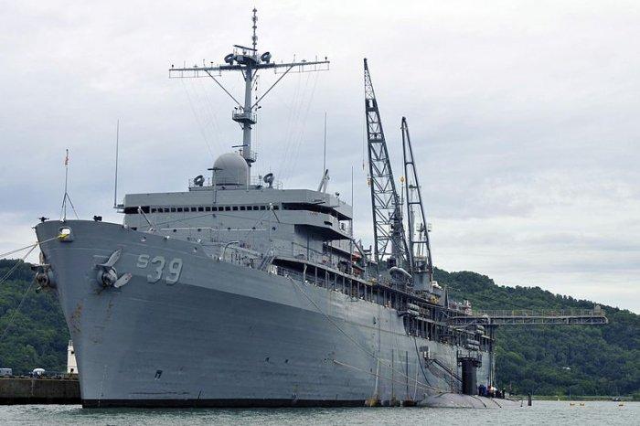 Submarine Tender USS Emory S. Land. Photo credit: Wikimedia