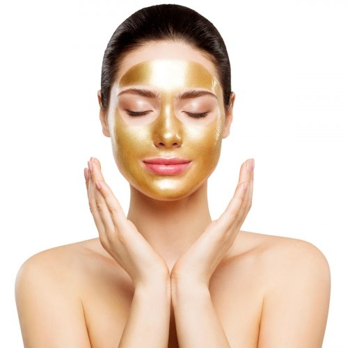 Multani mitti is said to clarify the skin and bring a glow.