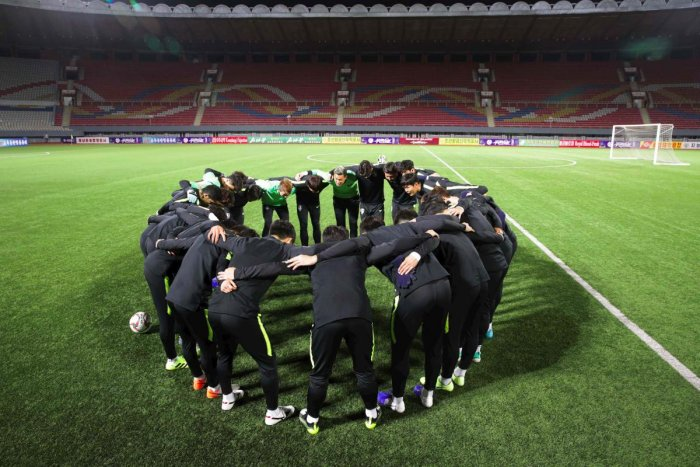 South Korean national football team players in a huddle during a training session at the Kim Il Sung Stadium in Pyongyang, ahead of the World Cup 2022 qualifying Asian zone Group H football match between South Korea and North Korea. (Photo by handout / Ko