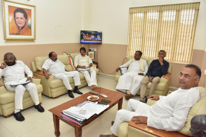Only a handful of leaders like KPCC president Dinesh Gundu Rao, former minister Krishna Byre Gowda, leader of the Opposition Siddaramaiah, former chief minister M Veerappa Moily and KPCC working president Eshwar Khandre were present at a meeting called by