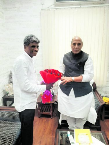 Minister for Muzrai, Fisheries and Ports Kota Srinivas Poojary met Union Minister for Defence Rajnath Singh in New Delhi.