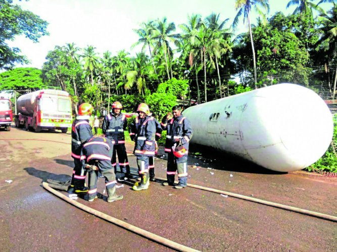 An LPG tanker overturned at Adkathabail in Kasargod.