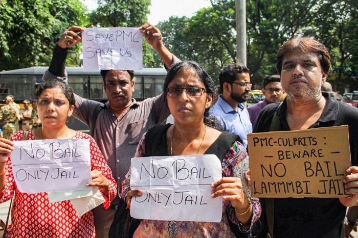 PMC bank depositors protest outside Killa Court, in Mumbai, Wednesday, Oct. 9, 2019. Photo/PTI