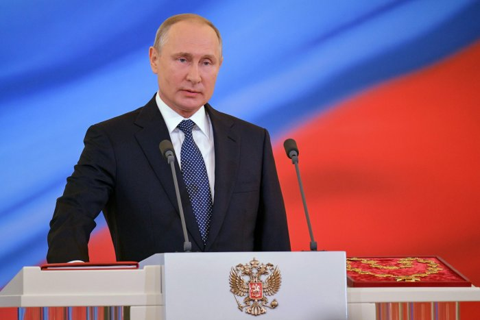 Russian president-elect Vladimir Putin takes the oath of office during a ceremony at the Kremlin in Moscow. (AFP Photo)