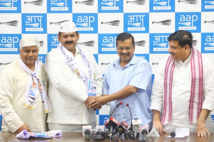 Welcoming him, Kejriwal said the Chaudhary Surendra Kumar has now come to the right party. (Twitter)