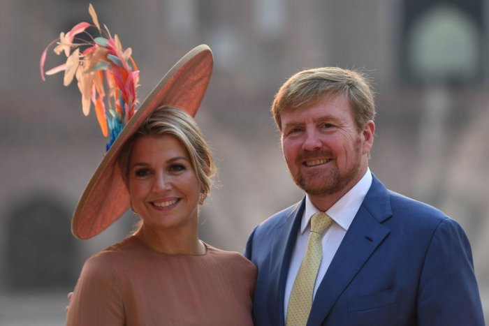 Dutch King Willem-Alexander (R) and Queen Maxima pose for photos as they visit the Mughal-era Safdarjung's Tomb in New Delhi on October 15, 2019. (Photo by Money SHARMA / AFP)