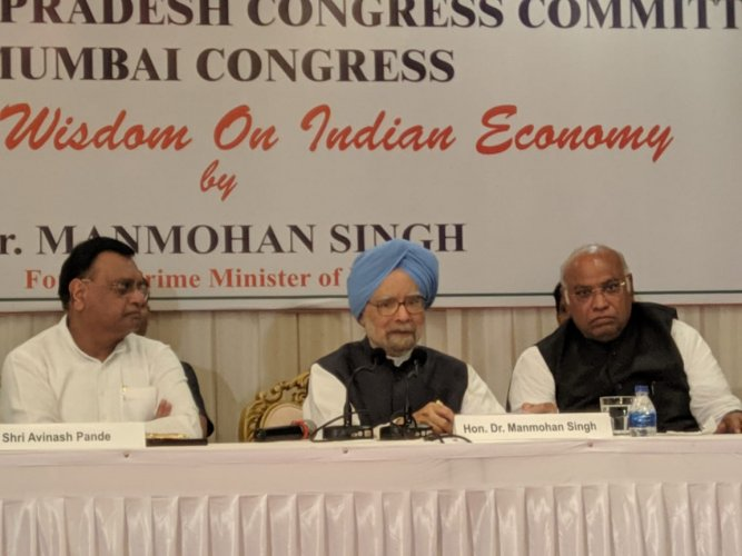 Former PM Dr. Manmohan Singh interacts with business community & media in Mumbai. (Photo: Congress/Twitter)