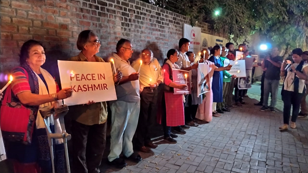 Candlelight protest in Ahmedabad in solidarity with people of Kashmir DH Photo| Satish Jha