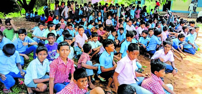 Students of the Model Government Higher Primary School at Bengre, Mangaluru, stage a protest on campus against the transfer of five permanent teachers.