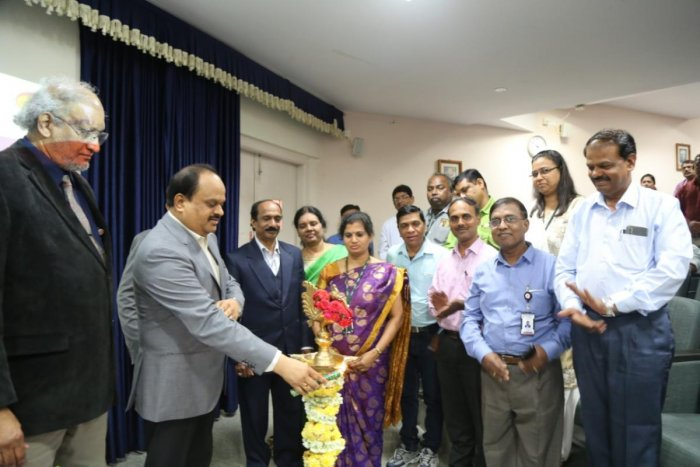 M R Ravi, commissioner, Directorate of Handlooms and Textiles, inaugurated a seminar on textile waste management and recycling in the city on Thursday. DH PHOTO/SANDESH MS