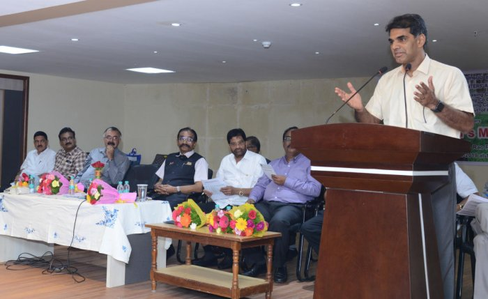 Rubber Board Executive Director Dr K N Raghavan speaks at rubber growers' meeting, organised by All Karnataka Rubber Planters' Association, at SCDCC Bank Hall in Mangaluru on Friday. DH PHoto