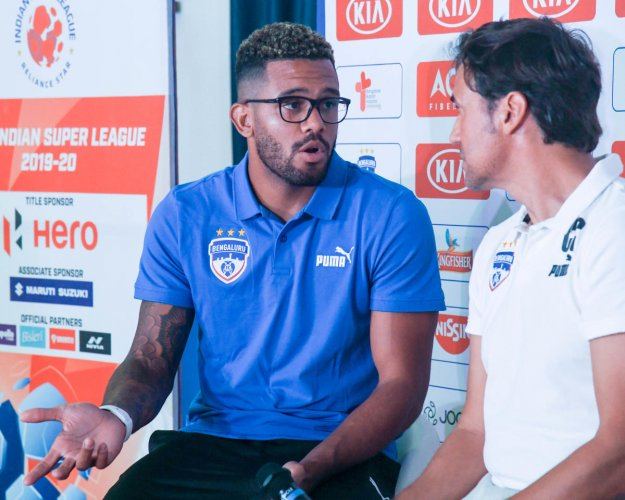 Bengaluru FC coach Carles Cuadrat (right) said it was a challenge for him to get Raphael Augusto to gel with the mechanics of the team. DH PHOTO/ BH Shivakumar