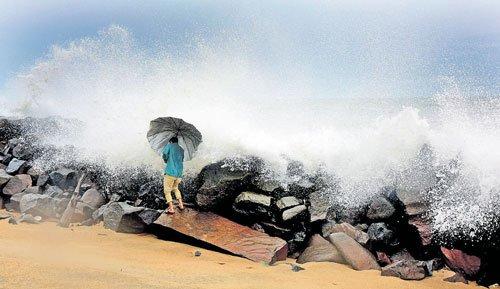 Rains lash Dakshina Kannada,  but it's only a trickle in Kodagu