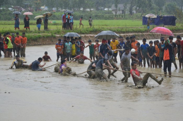 Students brave rain to take part in tug-of-war during a state-level marshy sports meet, organised by the Department of Youth Empowerment and Sports, at Keggodlu in Madikeri taluk on Saturday. DH PHOTO