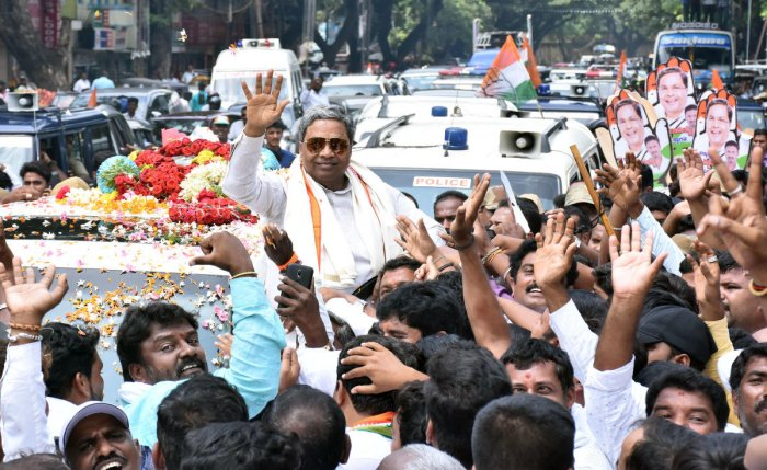 Leader of the Opposition Siddaramaiah is accorded a rousing welcome by Congress party workers in Mysuru on Saturday.