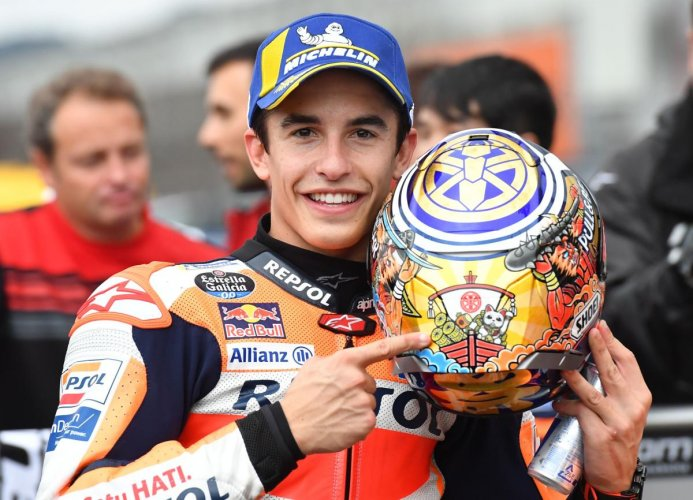 Repsol Honda Team rider Marc Marquez of Spain celebrates his pole position at the parc ferme after the MotoGP qualifying session of the Japanese motorcyle Grand Prix at the Twin Ring Motegi circuit in Motegi, Tochigi prefecture on October 19, 2019. Photo/AFP