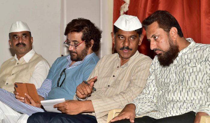 (L-R) Narendra Kumar of Lanchamukta Karnataka Nirmana Vedike, social activist Sharyar Khan, and Ravi Krishna Reddy and Farhan Hoda of Indian Media Book at a conference on Ponzi scams on Saturday. DH PHOTO/RANJU P
