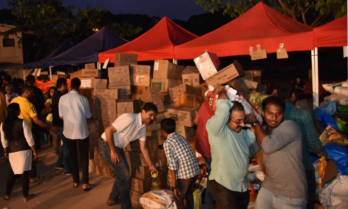 People from across the city contributed generously to the relief operations that stretched well into the night at the Kodava Samaja site. The relief collection centre saw volunteers from all age groups chipping in.