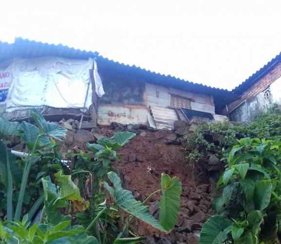 One of the three houses damaged due to heavy rains at Virajpet. DH Photo
