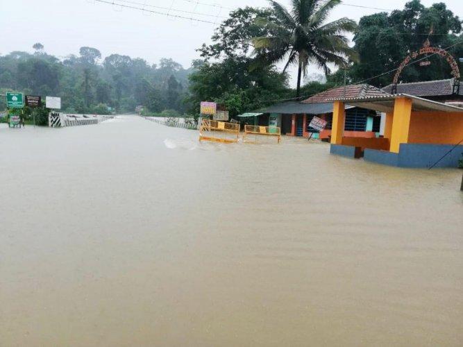 Flooding on the Virajpet-Madikeri road