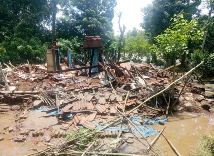 A house that has been reduced to a heap of trash due to floods in Kodagu.