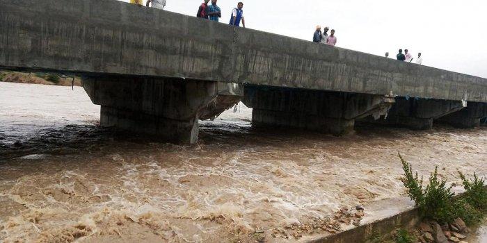 River Vedavathi in spate at Chowlahiriyooru.