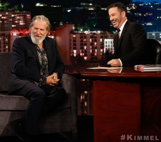 Jeff Bridges (L) at the Jimmy Kimmel Show (R) (Twitter Image)