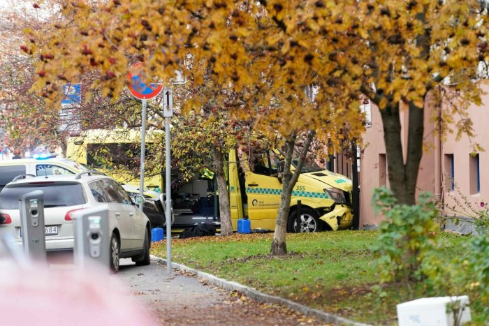 A stolen ambulance car that crashed against a house is pictured on October 22, 2019 in Oslo, Norway. - Norwegian police arrested an armed man who, according to media reports, went on the rampage in Oslo inthe stolen ambulance, running down pedestrians including a baby in a pram. AFP