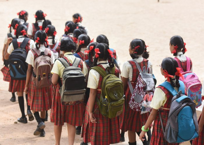 According to Section 39 of the Karnataka Education Act 1983, it is compulsory for private aided and unaided schools to maintain a minimum student strength in each class. DH File Photo for representation