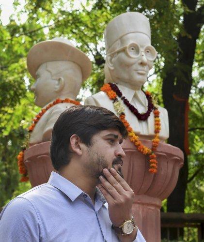 Busts of Veer Savarkar, Bhagat Singh and Netaji installed in DU