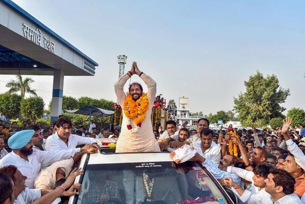 Haryana Lokhit Party leader Gopal Kanda during a roadshow after his victory in Assembly elections, in Sirsa district, Thursday, Oct. 24, 2019. (PTI Photo)